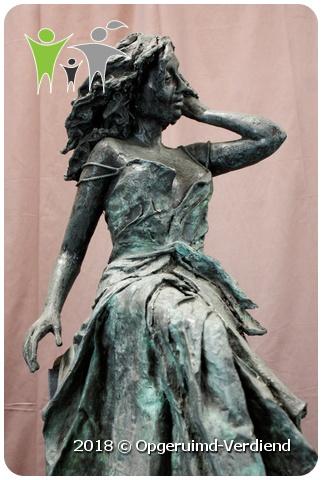Vaak Bronzen Beeld / Summertime (Marianne Houtkamp) op Zuil » Umecom B.V. @AI61